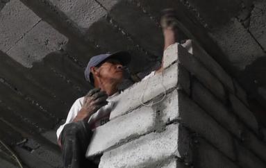 (Video) Falta de recursos limita avance de trabajos en fachada de la Iglesia de San José.