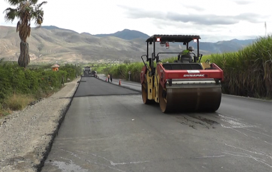 (Video) Conductores optimistas con el inicio de colocación de asfalto en vía Catamayo-Gonzanamá