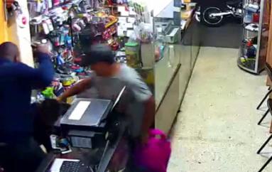 (Video) Cerca de mil dólares fueron sustaídos en un local comercial de la Ciudad de Loja