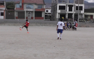 (Video) Proyecto para la creación de escuela de futbolistas profesionales en Catamayo