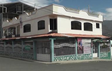 (Video) Antisociales ingresan a una vivienda y se llevan mas de mil dólares.
