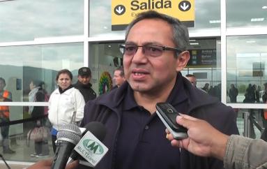 (Video) Ministro arribó para tratar en Loja el plan decenal de educación.