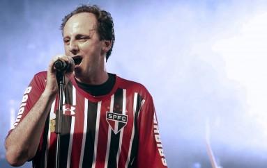 Rogério Ceni marcó, cantó y lloró en su despedida del Sao Paulo
