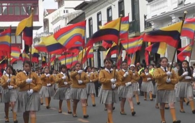 (Video) 36 planteles educativos de educación básica rindieron  honores a Loja por sus 467 años de fundación.