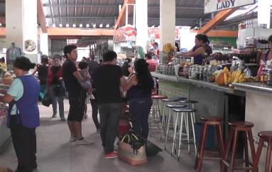 (Video) Situación económica afecta a comerciantes del mercado