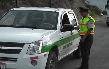 (Video) Policía realizó operativo en la vía que conduce a Gonzanamá