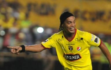 [AUDIO] Ronaldinho revela que no jugará en el Barcelona