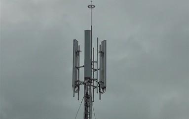 (Video) Moradores de los Ceibos piden el retiro de la antena de telefonía celular