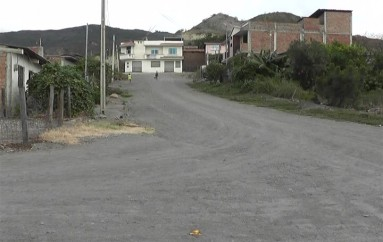 (Video) Alcantarillado y una cancha requieren en el barrio Divino Niño
