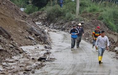 (Vídeo)Nuevos deslizamientos de tierra en la vía Loja Zamora en el Sector san Francisco