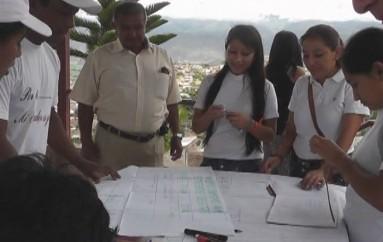 (Video) Estudiantes cumplen programa de participación estudiantil en sectores de Catamayo
