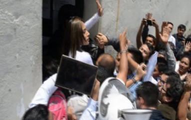 (Video) Concejala Jeannine Cruz, se entrega a las autoridades judiciales y cumplirá una sentencia de 30 días de prisión.