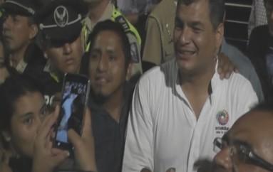 (Video) Ciudadanos y autoridades dieron la bienvenida al Presidente Correa