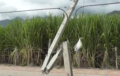 (Video) Poste en mal estado genera preocupación en usuarios de la ciclovía