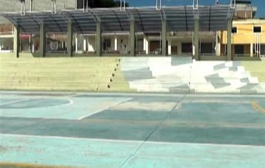 (Video) Hay reclamos porque las luces del polideportivo son apagadas mientras deportistas realizan actividad física