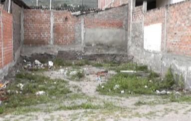(Video) Lote baldío convertido en basurero genera malestar a moradores.
