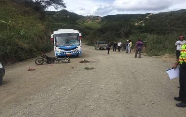 (Video) Dos jóvenes mueren tras accidente de tránsito en la vía El Tambo – Malacatos