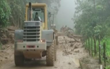 (ZAMORA) Se registran nuevos deslizamientos en la Vía Zamora-Loja