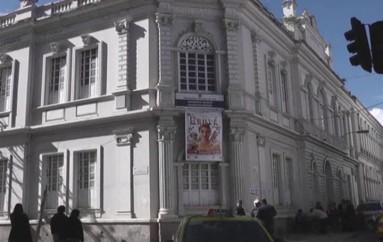 (Video) UNL, recogen firmas de respaldo a favor de la Casona Universitaria y Teatro Bolívar.