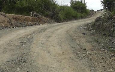 (Video) Vías que comunican a sectores de El Tambo son también atendidas según Diego Armijos.