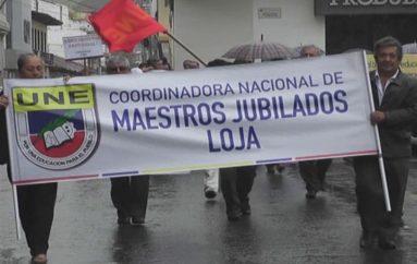 (Video)  Maestros jubilados de la provincia de Loja exigen cumplimiento de sus derechos.
