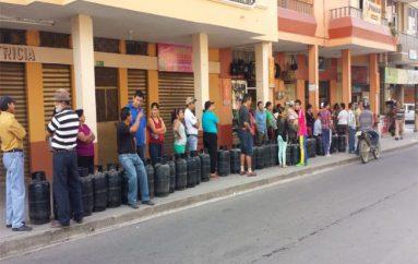 (Video) Este lunes ciudadanos reclamaron tras pugnas por conseguir un cilindro de gas