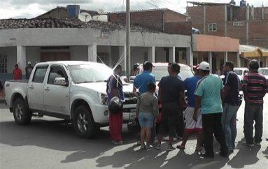 (Video) Vehículos se impactaron en el centro de Catamayo, se registró daños materiales