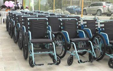 (Video) Fundación Vista para todos donó 25 sillas de ruedas y 20 operaciones gratuitas para Catamayo