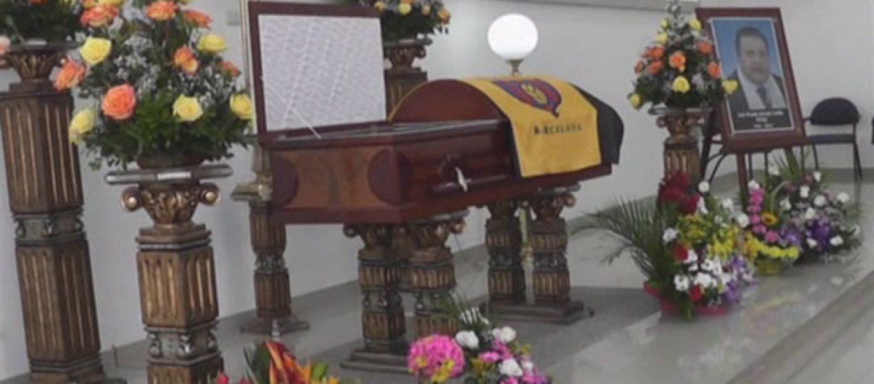 """(Video) Dolor y tristeza a causado en los lojanos el fallecimiento de """"Pepino Arévalo"""""""