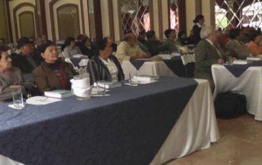 (Video)   Jubilados y pensionistas de Loja realizan planteamientos a directivos del IEES.