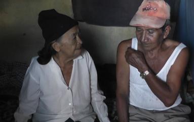 (Video) Adultos mayores piden apoyo solidario a la ciudadanía