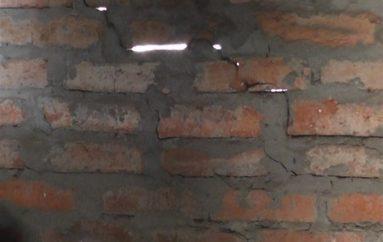 (Video) Ciudadana de escasos recursos pide ayuda, su vivienda presenta riesgo