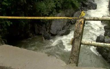 (VIDEO) Puente en la vía antigua se encuentra en pésimas condiciones para los peatones.