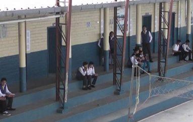 (Video) Instituciones educativas iniciaron clases la mañana de este lunes.