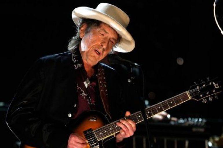 Nobel para Bob Dylan provoca estupefacción y debate en redes sociales