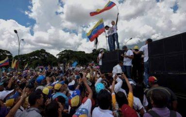 Maduro se mantiene a pesar de la severa crisis y protestas.
