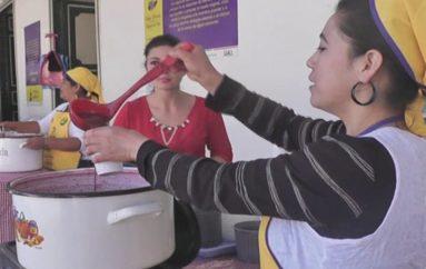 (Video) Desde hoy hasta el 3 de noviembre lojanos podrán degustar de la tradicional figura de pan y colada morada.