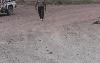 (Video) Vía al barrio La Cruz en deplorables condiciones, moradores piden una solución
