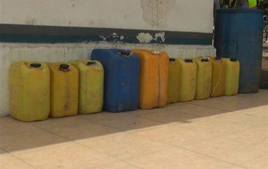 (Video) Tenencia Política y Policía Nacional decomisaron 398 litros de alcohol artesanal.