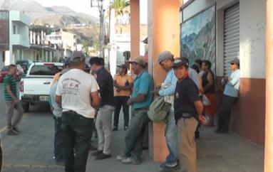 (Video) Trabajadores municipales reclaman pago de retroactivo y sueldos atrasados
