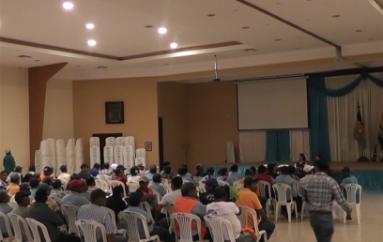 (Video) Trabajadores se reunieron con la Alcaldesa de Catamayo por pagos impuntuales