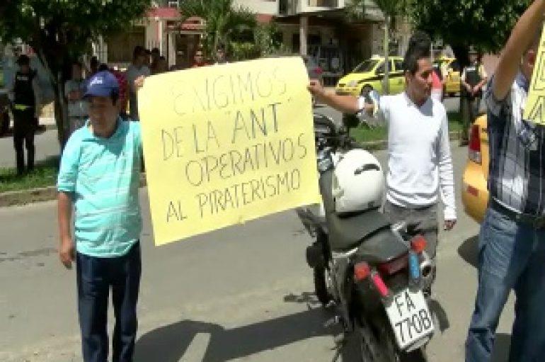 (VIDEO) Taxistas realizaron protesta en contra del Director Provincial de la ANT