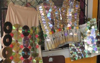 (Vídeo) Adultos Mayores desfilarán con diferentes trajes realizados con materiales reciclables en evento.