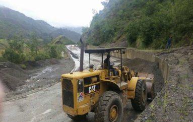 (Video)  Estación invernal  a provocado deslizamientos menores en algunas vías de  la provincia de Loja.