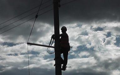 (Video) La colocación de luminarias es lenta, dice el presidente de Los Rosales