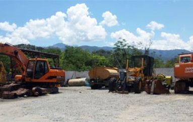 (Video) Diez máquinas del Municipio permanecen arrinconadas en taller, a la espera de repuestos