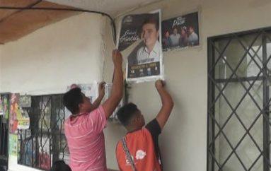 (Video) Delegados de mesas retiraron propaganda electoral ubicadas cerca de recintos