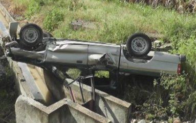 (Video) Vehículo quedó con serios daños tras volcarse al ingreso a Catamayo