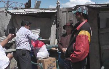 (Video) Estudiantes donaron alimentos a familia que vive en condiciones precarias