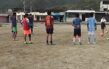 (Video) Los entrenamientos de futbol se desarrollan normalmente en la escuela Sporting Catamayo.